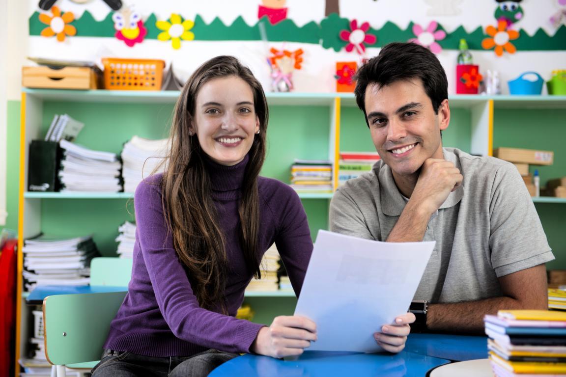 """Gesprächssituation in der Kita. Kita-MOVE versteht sich als """"Angebot vor dem Angebot"""" und nutzt die vorhandenen Beziehungsebenen, um Eltern zu Verhaltensänderungen anzuregen."""