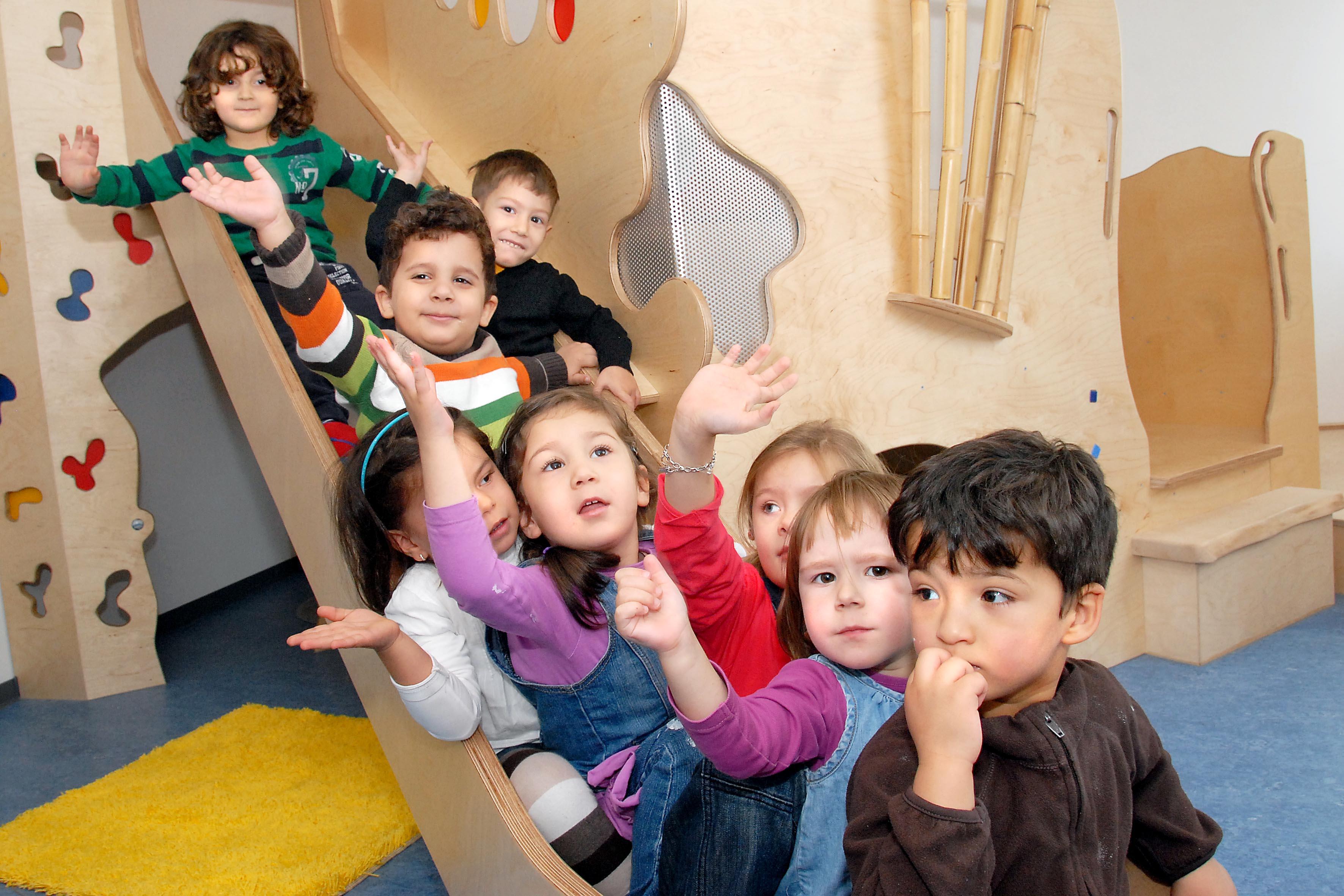 Kinder in der Kita. Kita-MOVE richtet sich an pädagogische Fachkräfte aus Frühen Hilfen und Kinderbetreuung.