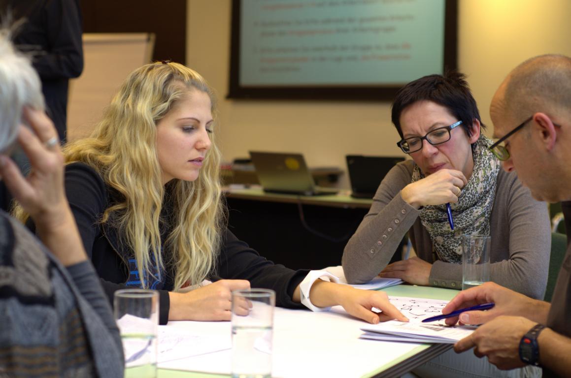 Das Trainer*innen-Seminar (TNT, Train New Trainer) umfasst dreieinhalb Tage und beinhaltet 12 Bausteine.