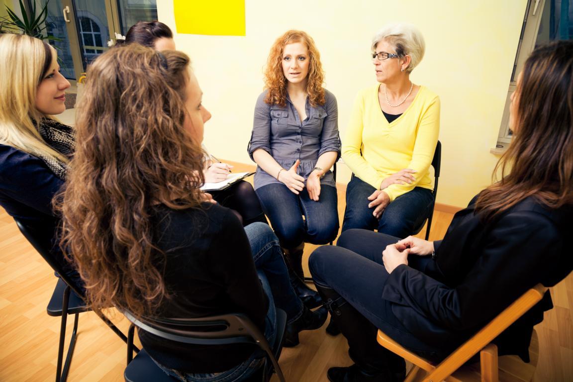 Kleingruppenarbeit - eine Methode während der dreineinhalbtägigen Trainer*innen-Ausbildung